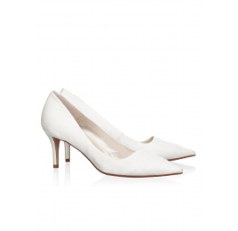 Mid heel bridal pumps in offwhite satin Pura López