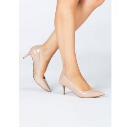 Zapatos de salón en charol nude Pura López