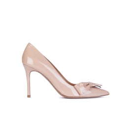 Bow detailed high heel pumps in nude patent leather Pura López
