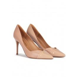 Zapatos de tacón alto y punta fina en piel y charol nude Pura López