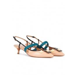 Zapatos de tacón bajo y punta fina en piel nude con flores Pura López