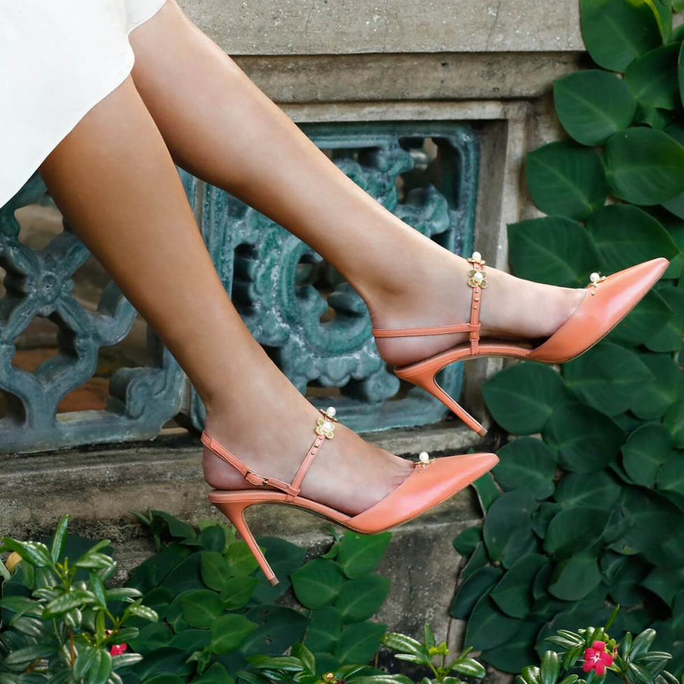 Flower detailed heeled slingback pump in old rose leather