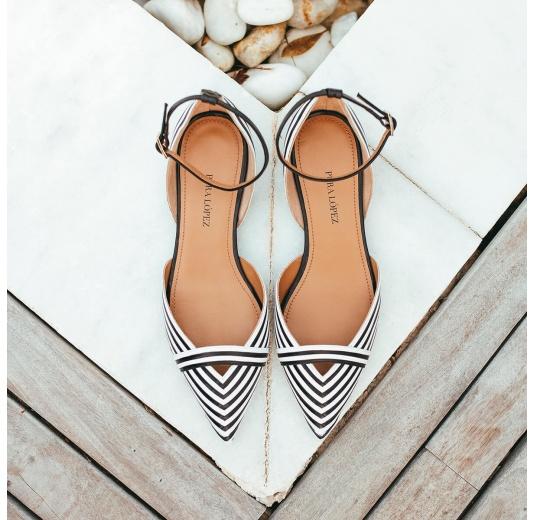 Zapatos planos de piel en blanco y negro con punta fina Pura L�pez