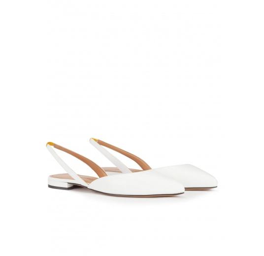 Zapatos planos destalonados de punta fina en piel color blanco Pura L�pez