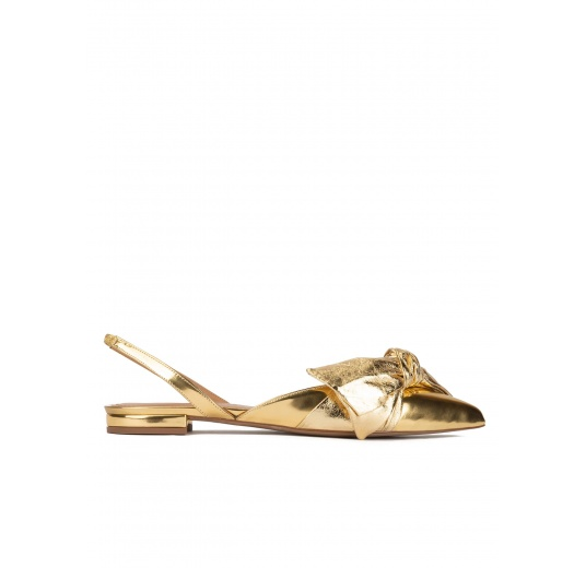 Slingback pointy toe flats in gold mirrored leather Pura López