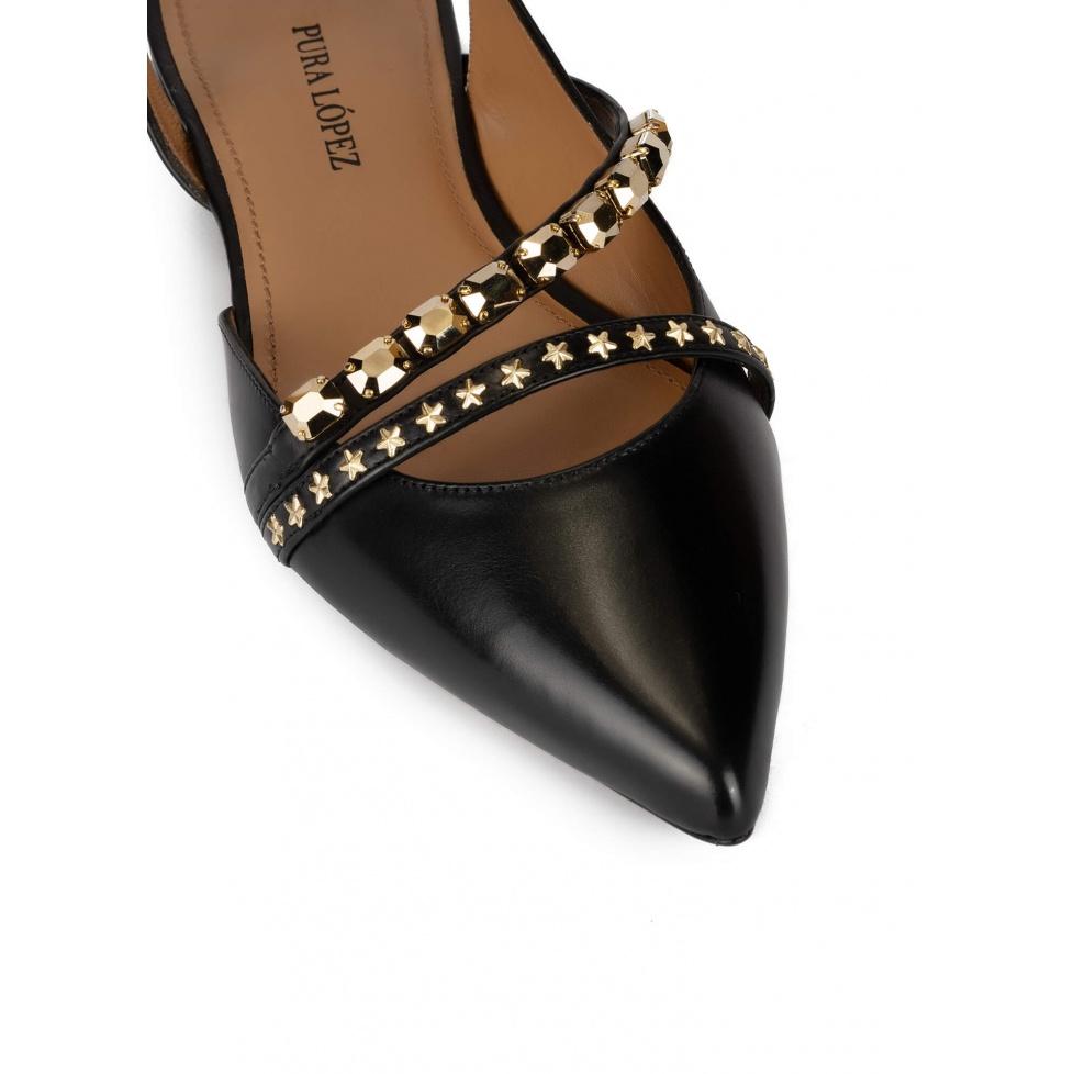 Zapatos planos de punta fina en piel color negro