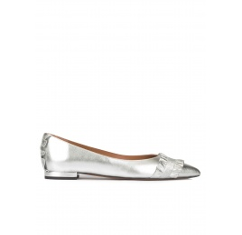 Ruffled point-toe flat shoes in silver leather Pura López
