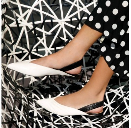 Slingback point-toe flats in white and black leather Pura López