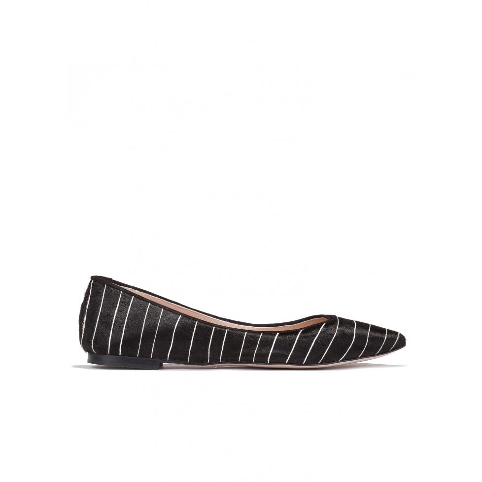 Zapatos planos con punta fina en negro