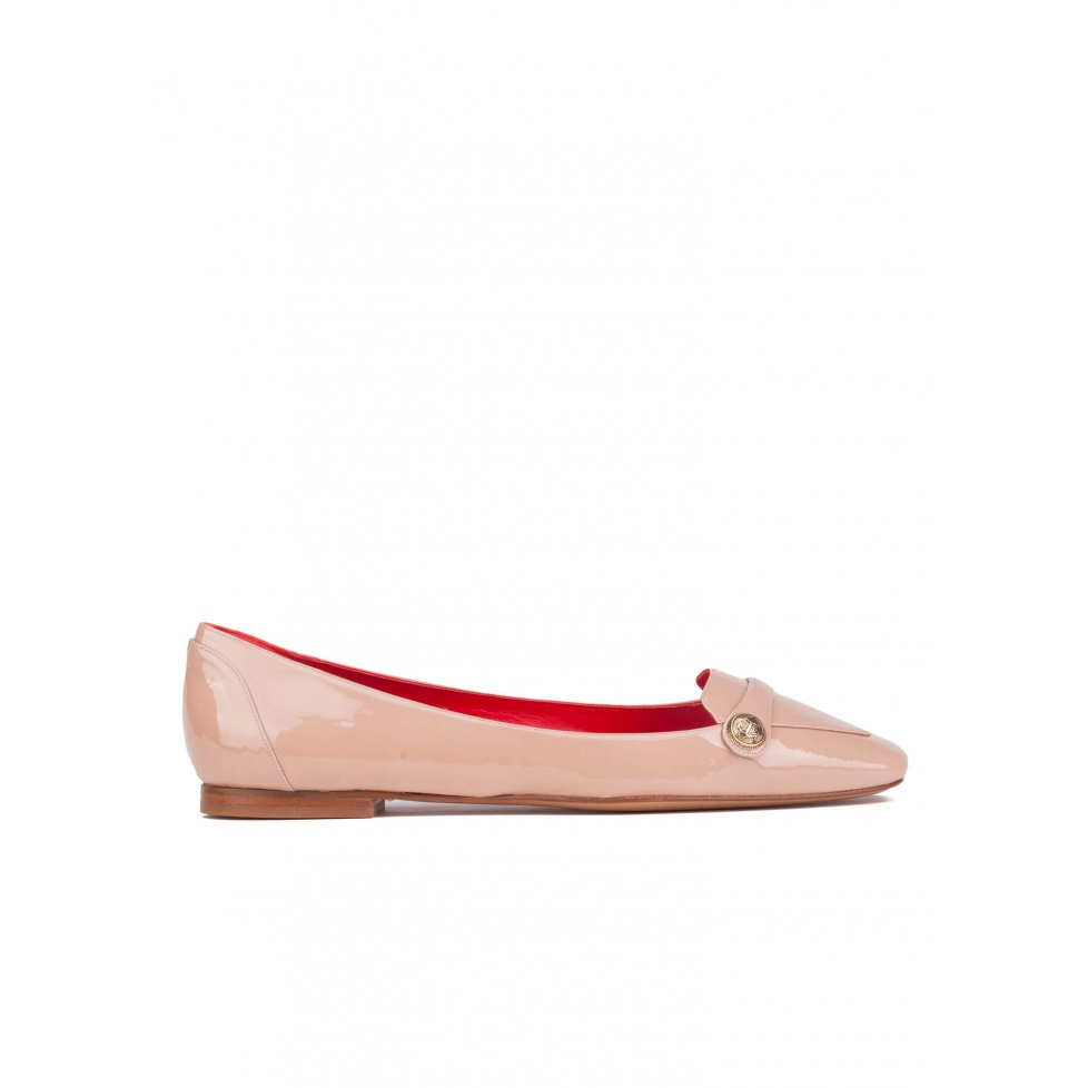Flat loafers in nude patent leather