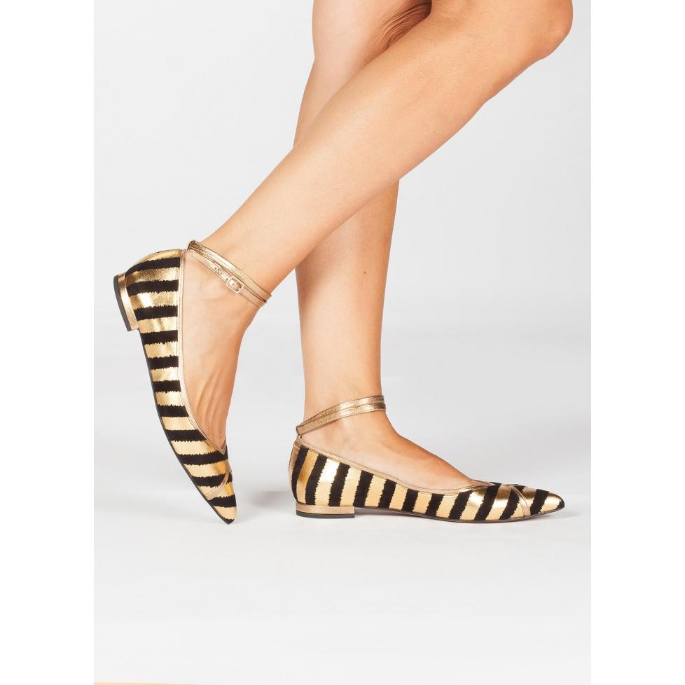 Zapatos planos de punta fina en ante con print de rayas oro y negro