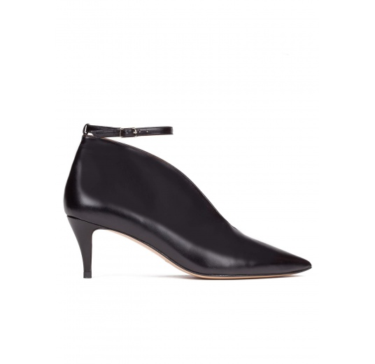 Ankle strap mid heel shoes in black leather Pura L�pez