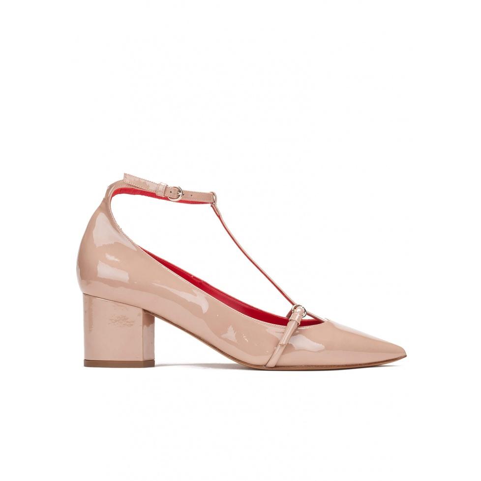 Zapatos de tacón medio en charol nude