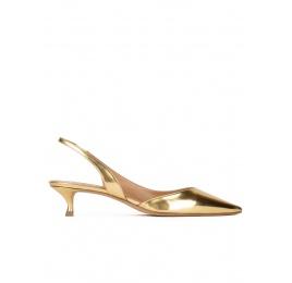 Zapatos destalonados de punta fina en piel dorada efecto espejo Pura López