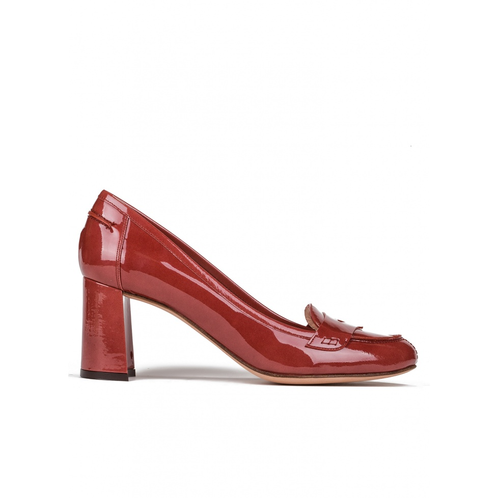 Mid heel shoes in reddish brown patent leather