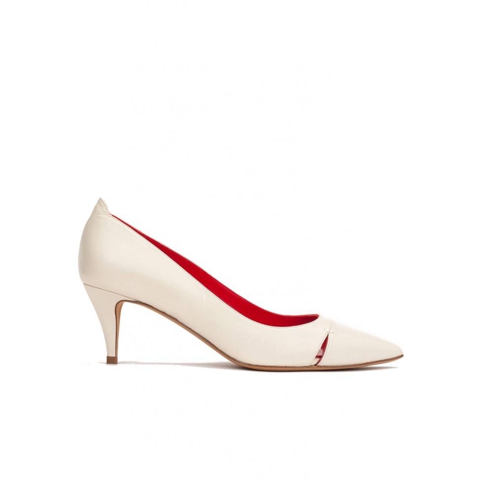 Mid heel pumps in cream leather