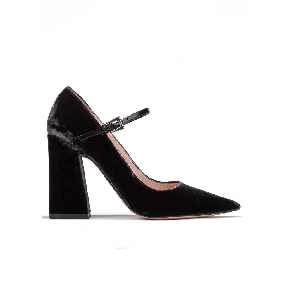 High block heel shoes in grey velvet
