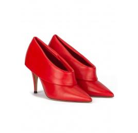 Zapatos abotinados de piel color rojo con punta y tacón finos Pura López