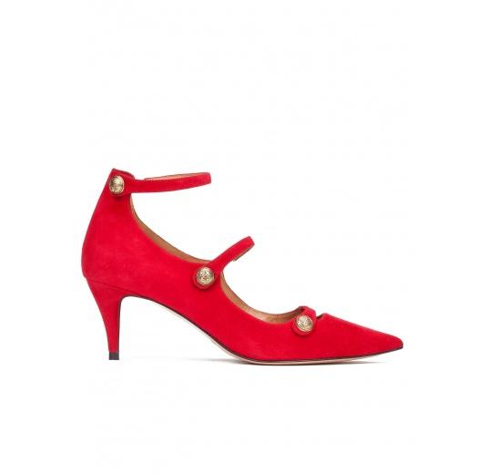 Zapatos de tacón medio en ante rojo con botones Pura López