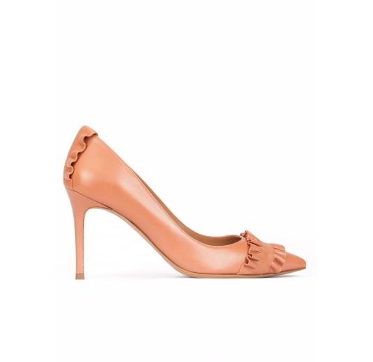 Zapatos de tacón en piel rosa antik con volantes Pura L�pez