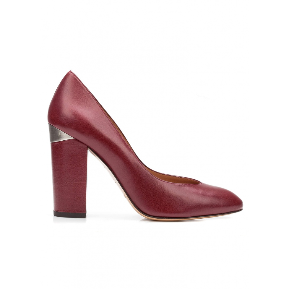 High block heel pumps in burgundy leather