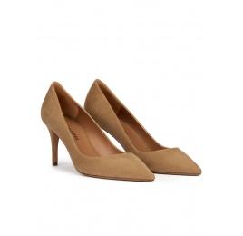 Zapatos de punta con tacón de 7,5 cms en ante camel Pura López