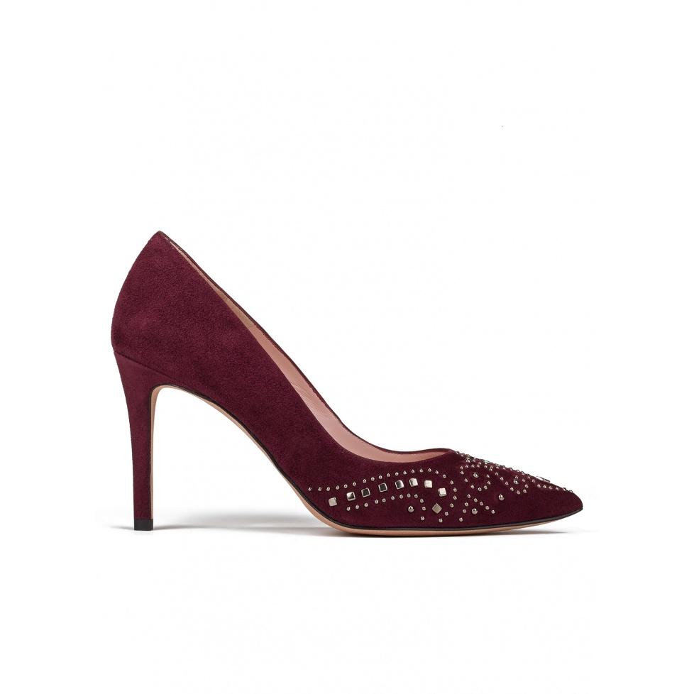 Studded high heel pumps in burgundy suede