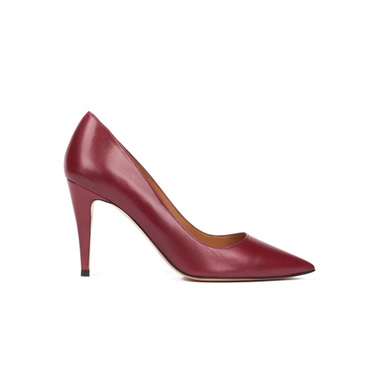 High heel pumps in burgundy leather Pura López