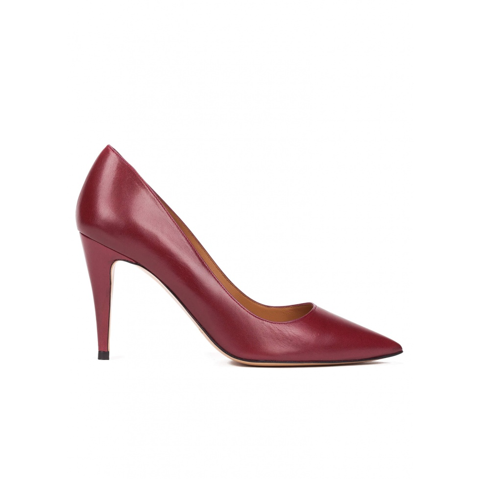High heel pumps in burgundy leather