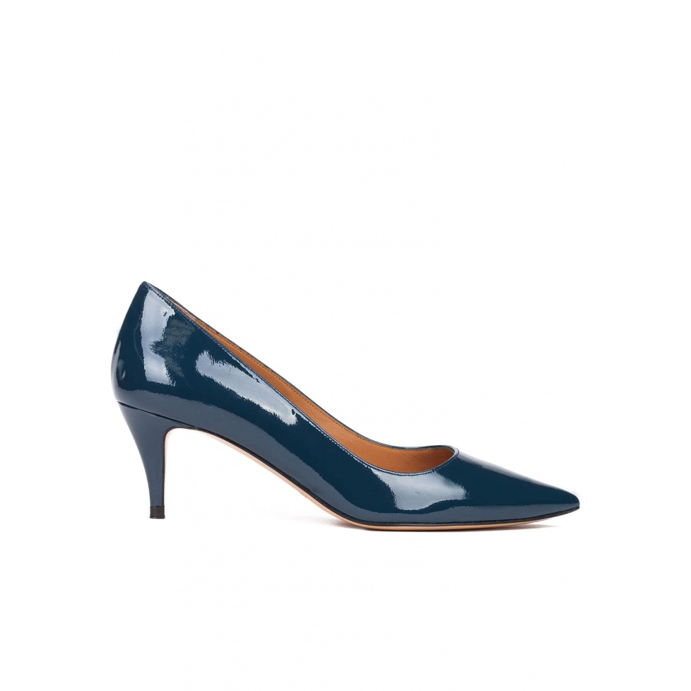 Mid heel pumps in petrol blue patent leather