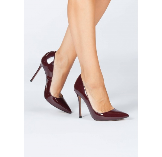 High heel pumps in burgundy patent leather Pura López