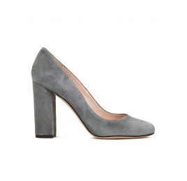 Block high heel pumps in grey suede Pura López
