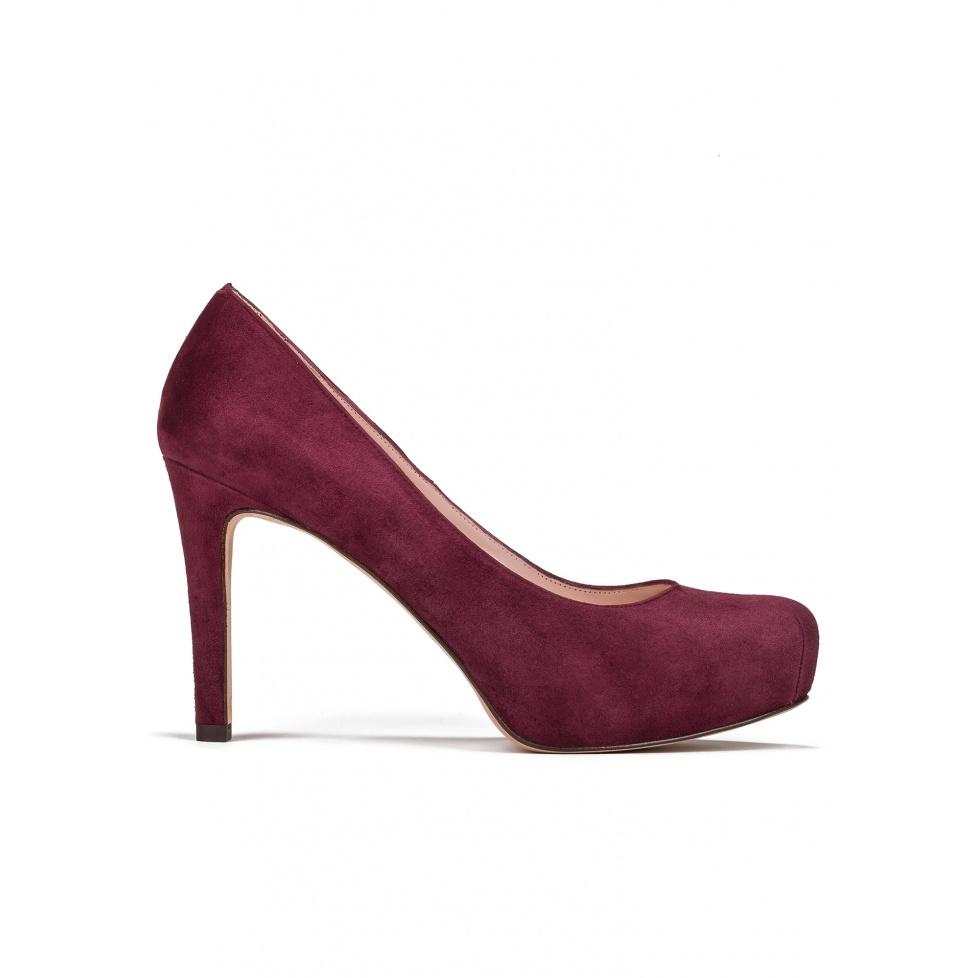 Mid heel pumps in burgundy suede