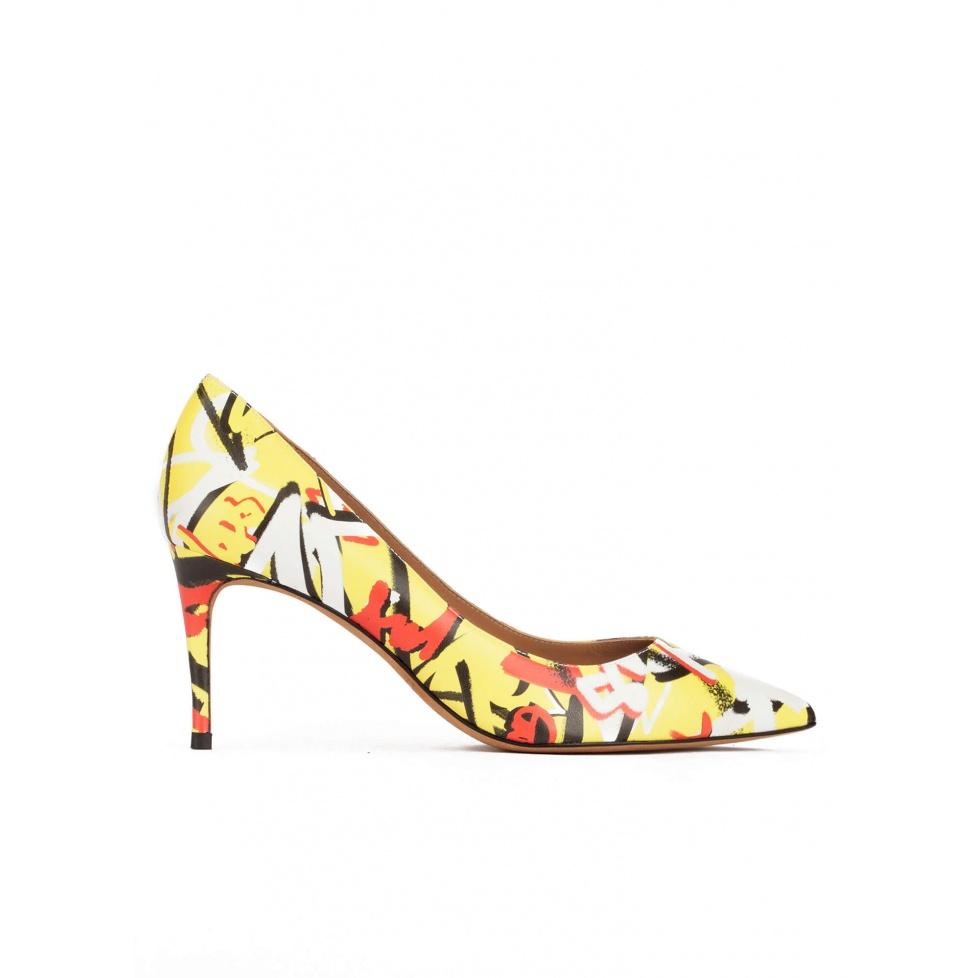 Zapatos de medio tacón con estampado multicolor tipo grafiti