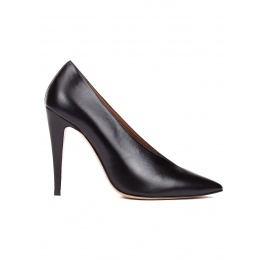 V-cut high heel pumps in black leather and suede Pura López