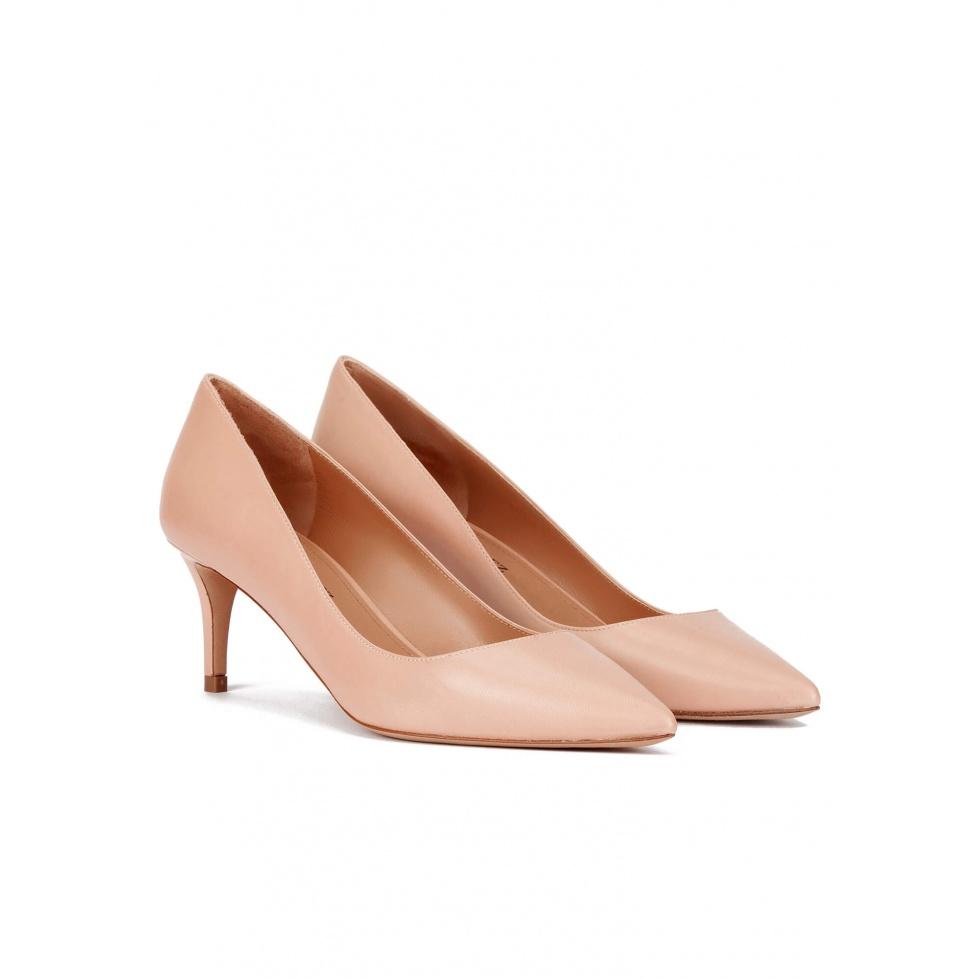 Zapatos de medio tacón y punta fina en piel nude