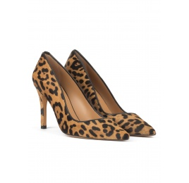 High stiletto heel pointy toe pumps in leopard print hair Pura López