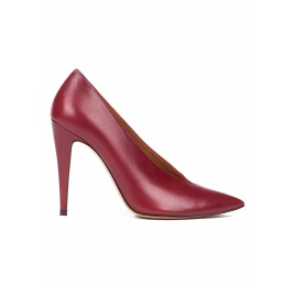 V-cut high heel pumps in burgundy leather and cherry suede Pura López