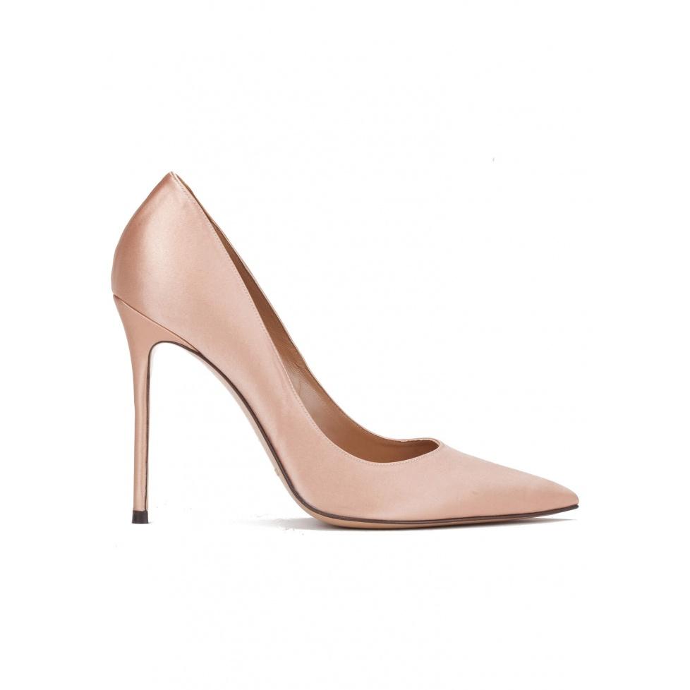 High heel pumps in nude satin