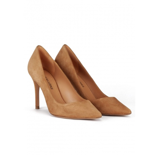 Pointy toe heeled pumps in sand suede Pura L�pez