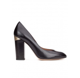 High block heel pumps in black leather Pura López