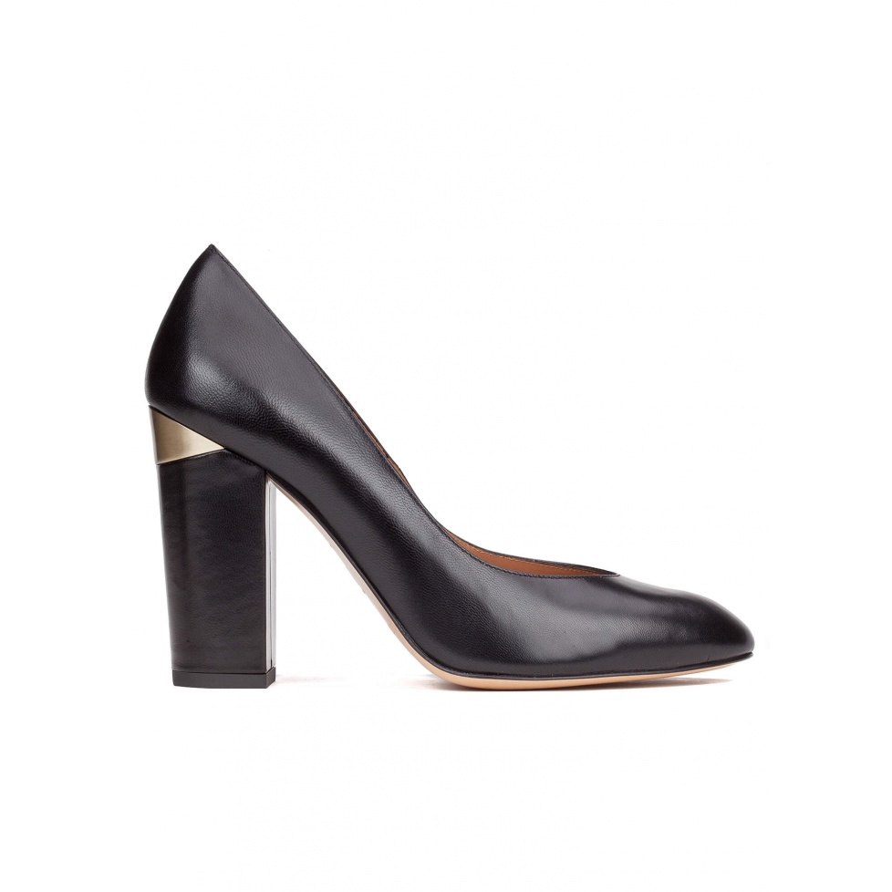 High block heel pumps in black leather