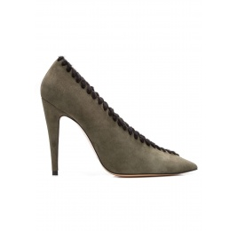 V-cut high heel pumps in green suede with woolen stitching Pura López