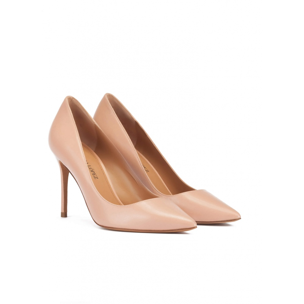 Point-toe high heel pumps in nude leather