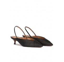 Zapatos bajos destalonados de punta fina en rafia color negro Pura López