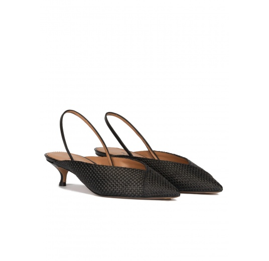 Black low heel slingback pumps in black raffia Pura López