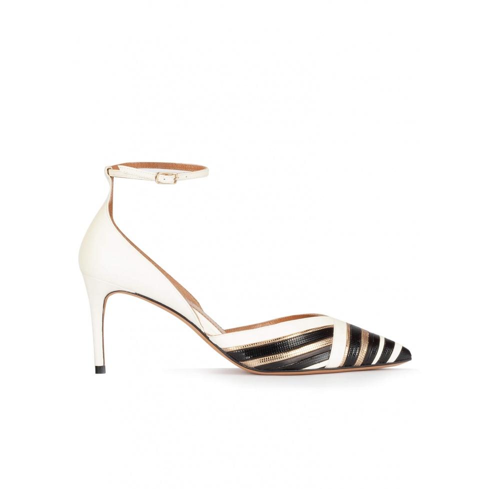 Zapatos de medio tacón en piel blanco, negro y dorado con pulsera