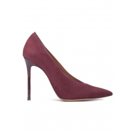 V-cut heeled pumps in burgundy suede Pura López