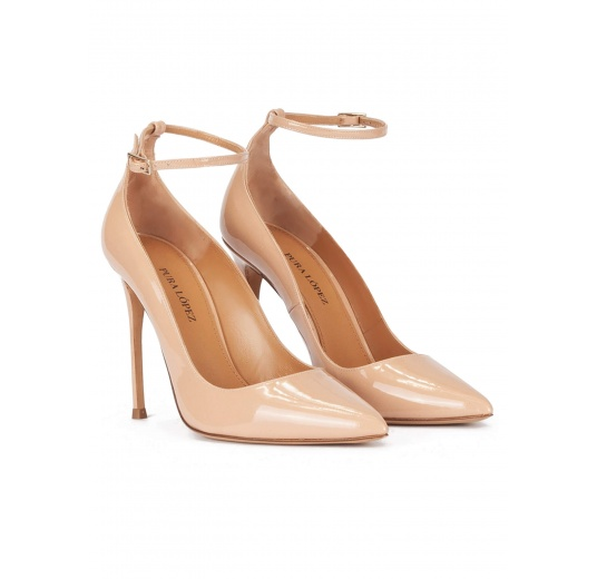 Ankle strap high heel pointed toe shoes in nude patent leather Pura López