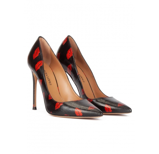 Black point-toe thin stiletto heel pumps with red kisses Pura L�pez